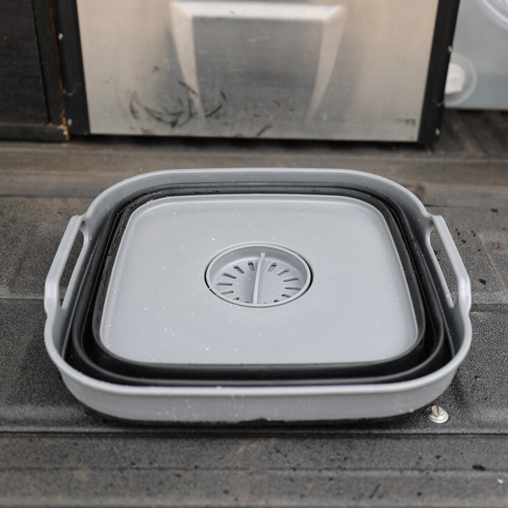 portable camp sink fully collapsible with drain for camping